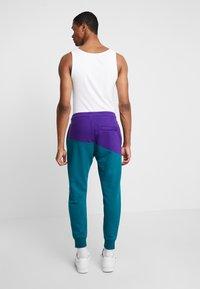 Nike Sportswear - PANT  - Träningsbyxor - court purple/geode teal/white - 2
