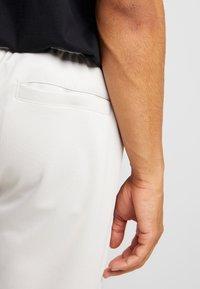 Nike Sportswear - PANT BODYMAP - Træningsbukser - light bone/summit white/black - 3