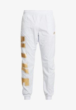 WOVEN  - Pantalones deportivos - pure platinum