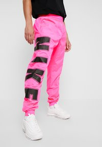 Nike Sportswear - WOVEN  - Verryttelyhousut - hyper pink/black - 3