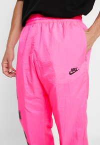 Nike Sportswear - WOVEN  - Verryttelyhousut - hyper pink/black - 5