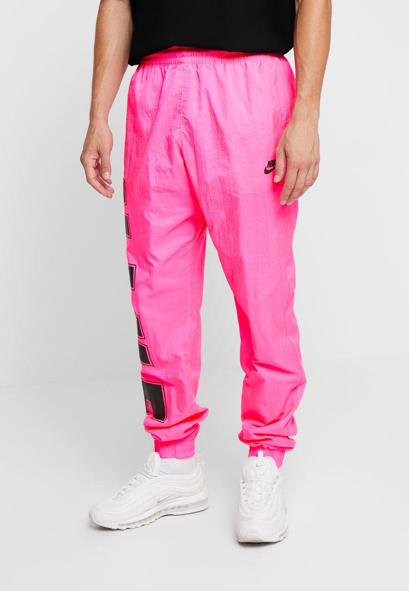 Nike Sportswear - WOVEN  - Verryttelyhousut - hyper pink/black