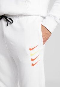 Nike Sportswear - CLUB - Tracksuit bottoms - white - 3
