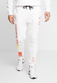Nike Sportswear - CLUB - Tracksuit bottoms - white - 0
