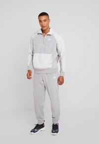 Nike Sportswear - PANT WINTER - Verryttelyhousut - atmosphere grey/light bone/white - 1