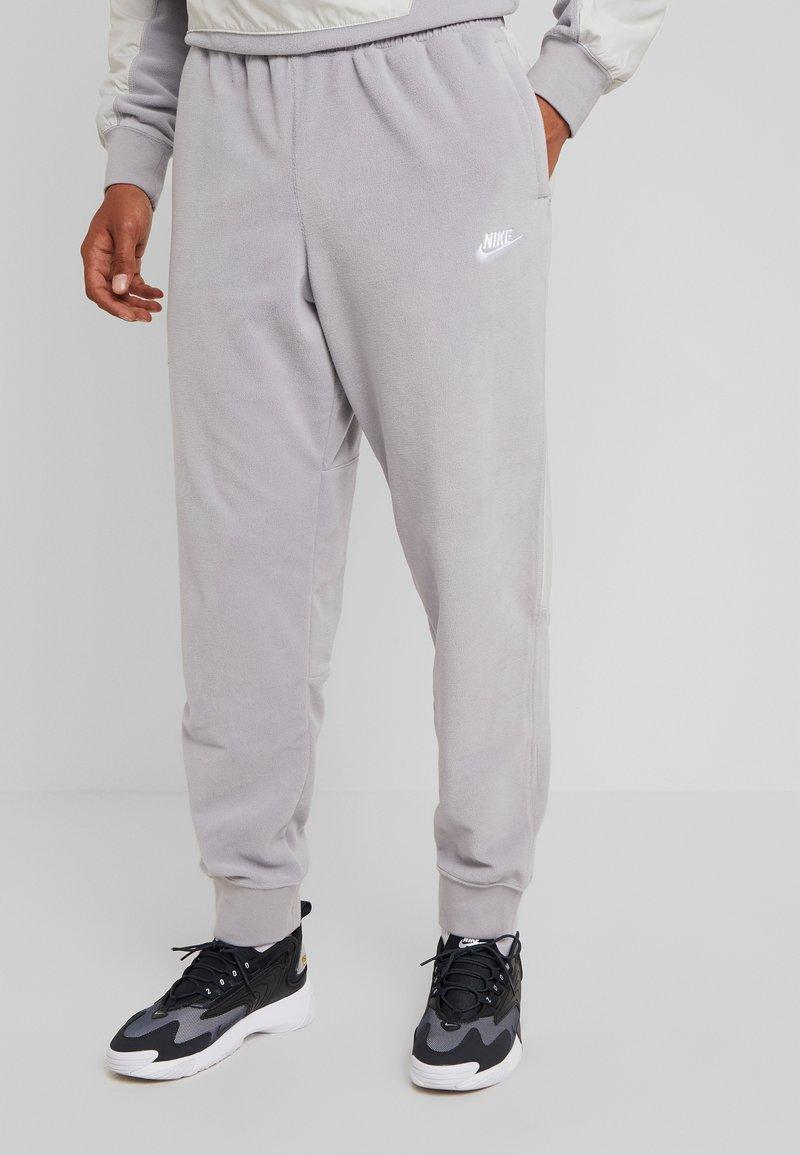 Nike Sportswear - PANT WINTER - Verryttelyhousut - atmosphere grey/light bone/white