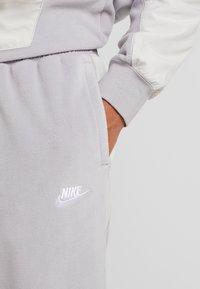 Nike Sportswear - PANT WINTER - Verryttelyhousut - atmosphere grey/light bone/white - 4