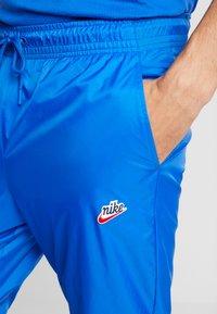 Nike Sportswear - PANT PATCH - Teplákové kalhoty - game royal - 3
