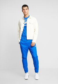 Nike Sportswear - PANT PATCH - Trainingsbroek - game royal - 1