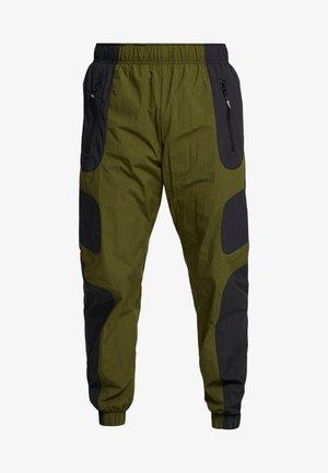 RE-ISSUE - Pantalones deportivos - black/legion green/white