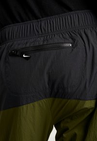 Nike Sportswear - RE-ISSUE PANT  - Trainingsbroek - black/legion green/white - 3