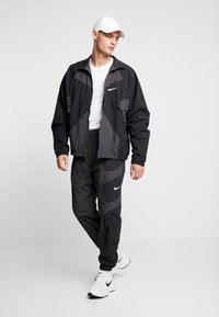 Nike Sportswear - RE-ISSUE - Träningsbyxor - black/anthracite/white - 1