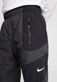 Nike Sportswear - RE-ISSUE - Träningsbyxor - black/anthracite/white - 3