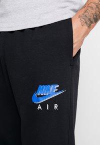 Nike Sportswear - PRNT AIR - Pantalon de survêtement - black - 4