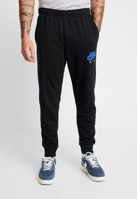 Nike Sportswear - PRNT AIR - Pantalon de survêtement - black - 0