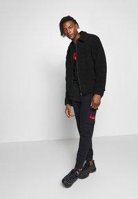 Nike Sportswear - PANT CARGO - Pantalon de survêtement - black - 1