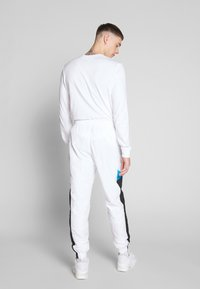 Nike Sportswear - PANT SIGNATURE - Spodnie treningowe - white/black/pure platinum - 2
