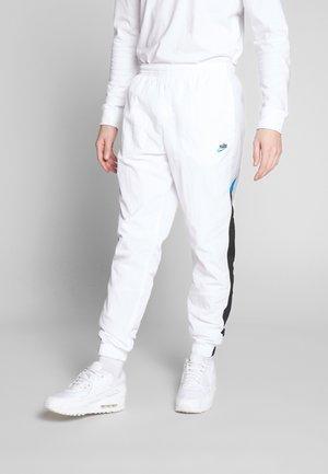 PANT SIGNATURE - Pantalon de survêtement - white/black/pure platinum