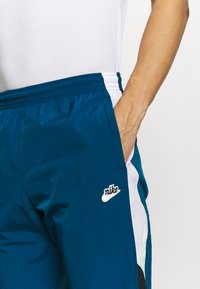 Nike Sportswear - PANT SIGNATURE - Trainingsbroek - blue force/black/white - 4