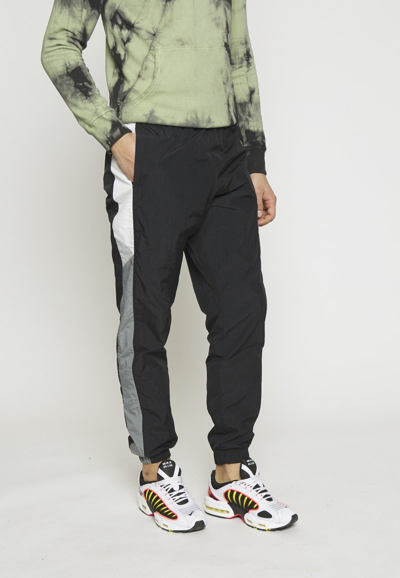 Nike Sportswear - PANT SIGNATURE - Pantalon de survêtement - black/smoke grey/summit white
