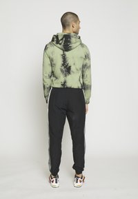 Nike Sportswear - PANT SIGNATURE - Pantalon de survêtement - black/smoke grey/summit white - 2