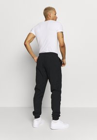 Nike Sportswear - PANT SIGNATURE - Spodnie treningowe - black - 2