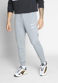 Nike Sportswear - M NSW PANT FT - Pantalon de survêtement - particle grey - 0