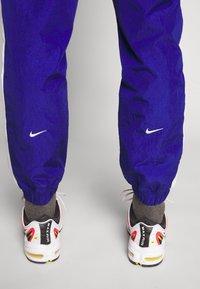 Nike Sportswear - Verryttelyhousut - deep royal blue/white - 3