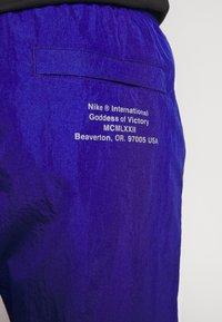 Nike Sportswear - Verryttelyhousut - deep royal blue/white - 7