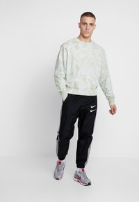 Nike Sportswear - Verryttelyhousut - black/particle grey/white - 1