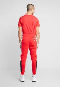 Nike Sportswear - M NSW NIKE AIR PANT FLC - Pantalon de survêtement - university red/white/black - 2