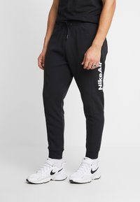 Nike Sportswear - M NSW NIKE AIR PANT FLC - Pantalones deportivos - black/university red - 2