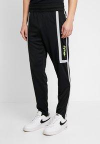 Nike Sportswear - M NSW NIKE AIR PANT PK - Verryttelyhousut - black/smoke grey - 0