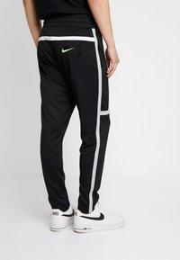 Nike Sportswear - M NSW NIKE AIR PANT PK - Verryttelyhousut - black/smoke grey - 2