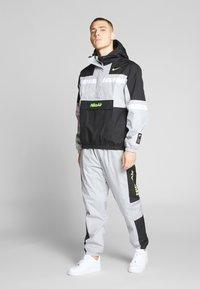 Nike Sportswear - AIR PANT - Pantalon de survêtement - smoke grey/black - 1