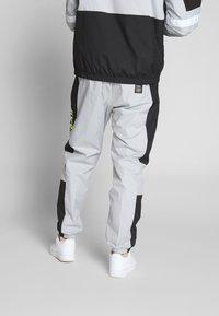 Nike Sportswear - AIR PANT - Pantalon de survêtement - smoke grey/black - 2