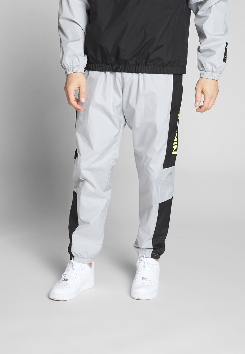 Nike Sportswear - AIR PANT - Trainingsbroek - smoke grey/black