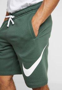 Nike Sportswear - CLUB EXPLOSIVE - Pantaloni sportivi - galactic jade/white - 4