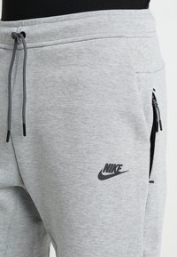 Nike Sportswear - TCH FLC - Short - dark grey heather/dark grey/black - 4