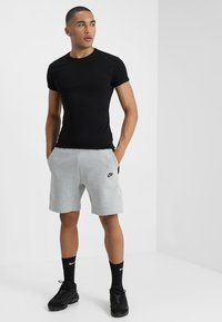 Nike Sportswear - TCH FLC - Short - dark grey heather/dark grey/black - 1