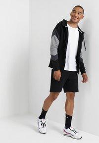 Nike Sportswear - TCH FLC - Pantalones deportivos - black - 1