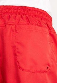 Nike Sportswear - FLOW - Shorts - university red - 3