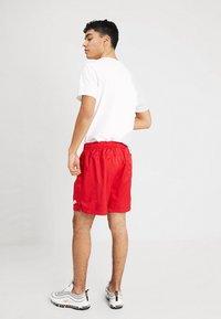 Nike Sportswear - FLOW - Shorts - university red - 2