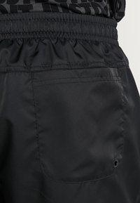 Nike Sportswear - FLOW - Shorts - black/white - 5