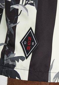 Nike Sportswear - SHORT STRIPE - Shortsit - black - 5