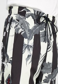 Nike Sportswear - SHORT STRIPE - Shortsit - black - 3