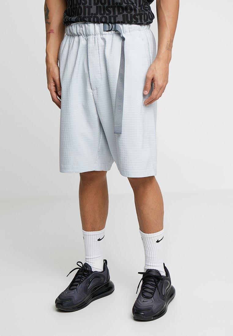 Nike Sportswear - GRID - Shorts - pure platinum/summit white