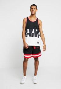 Nike Sportswear - AIR - Shorts - university red/black - 1