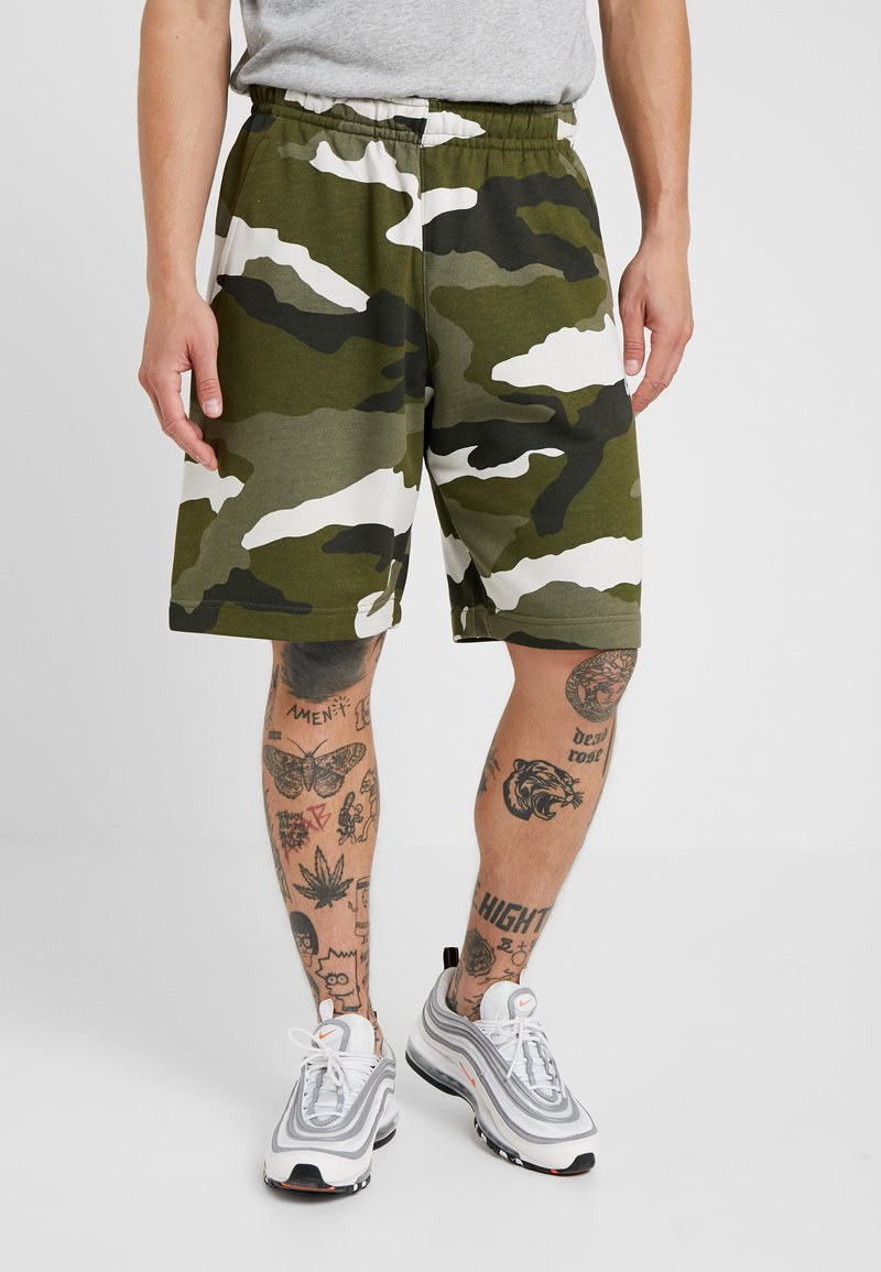 Nike Sportswear - CLUB  - Shorts - medium olive/summit white