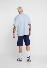 Nike Sportswear - SUBSET - Träningsbyxor - midnight navy/black - 2